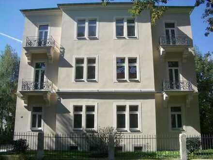 Schöne 2-Raum-Wohnung in Stadtvilla mit großem Balkon in ruhiger, grüner Lage!