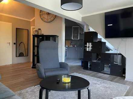 Möblierte DG-Wohnung mit drei Zimmern sowie Balkon und Einbauküche in Kempten (Allgäu)