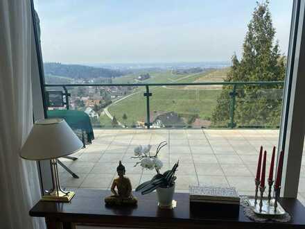 Luxuriöses Einfamilienhaus mit Hallenbad und Panoramablick über das Rheintal