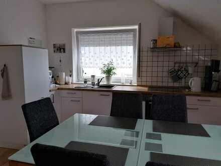 Gepflegte Dachgeschosswohnung mit fünf Zimmern in TOP Lage Riegelsberg