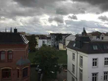 Sonnige Dachwohnung mit EBK
