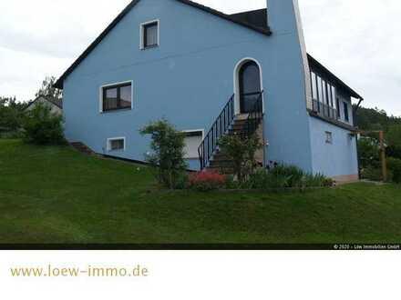Sehr gut erhaltenes Einfamilienhaus mit Einliegerwohnung und Doppelgarage !!