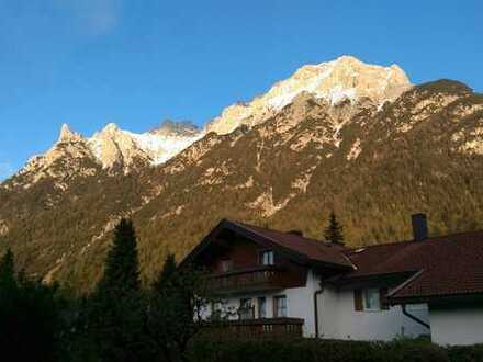 Attraktive 1-Zimmer-EG-Wohnung in Mittenwald mit EBK und südl. Terrasse mit Blick auf das Karwendel