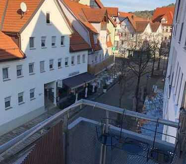 Hübsche Dachwohnung über zwei Etagen mit Balkon