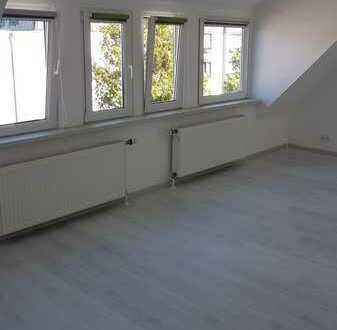 Erstbezug nach Sanierung mit Einbauküche: stilvolle 2,5-Zimmer-Dachgeschosswohnung in Ettlingen