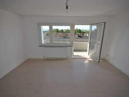 Neu sanierte 3 Zimmerwohnung mit Balkon und schöner Aussicht in Kirchheim