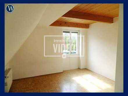 Zum WOHLFÜHLEN!! Rustikale, renovierte 3-Raum-Maisonette mit Parkett + Tageslichtbad in ruhiger Lage