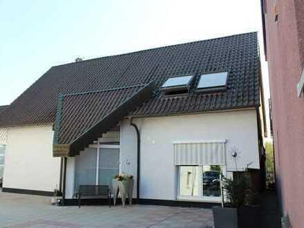 Attraktives Wohnhaus mit unverbaubarem Blick!