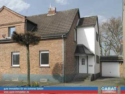 Modernisierte Doppelhaushälfte mit Einliegerbereich und Garten