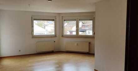 gepflegte 1,5 Zimmer Wohnung mit Balkon und duplex-Stellplatz Warmmiete