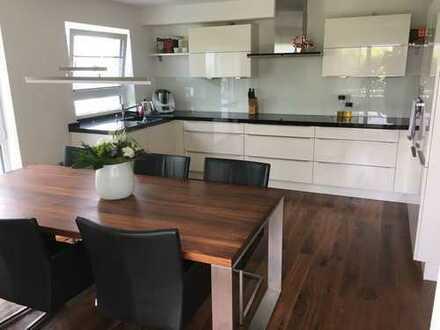 Neuwertige 3,5 Zimmer Terrassenwohnung mit Einbauküche in Nordheim