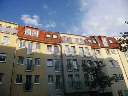 Kleine Mansardenwohnung mit Balkon!