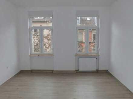 WG Wohnung - Renovierte 4 Zimmer Altbauwohnung mit Einbauküche