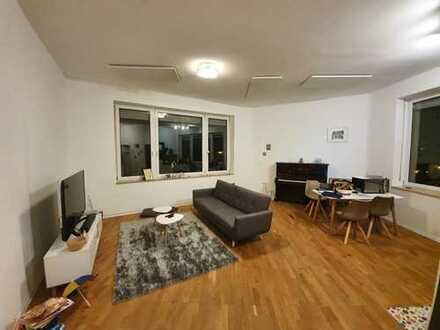 Sanierte und moderne Wohnung mit zwei Räumen und Einbauküche in Mannheim