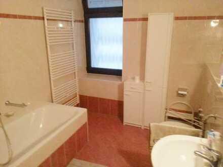 ***Tolle 2-Raum Wohnung m. Wintergarten und Terrasse+großes Bad m. Wanne und Dusche!!!!***