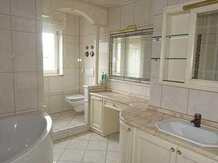 *** Außergewöhnliche 4-Zimmer-Wohnung mit Sauna, Kamin, Terrasse / Garten und Doppel-Garage! ***