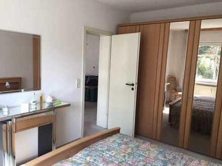Helle 2 Zimmerwohnung mit großzügigem Wohnzimmer und Balkon zu vermieten, alle Zimmern mobiliert.
