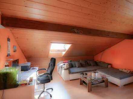 Idyllische Dachgeschosswohnung mit tollem Weitblick