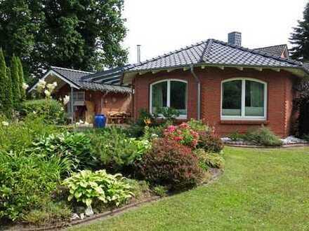 Vielseitiges Haus für eine große Familie, zentral und doch ruhig und im Grünen gelegen!
