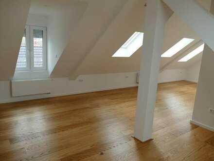 Moderne Dachgeschoßwohnung als Erstbezug nach Sanierung