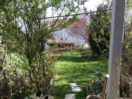 traumhaft schönes Wohnen in Ehekirchen, rund 80 m² im EG mit Terrasse zum Garten