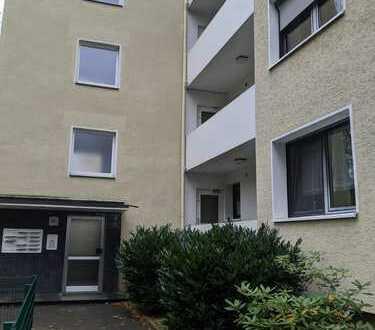 Vollständig renovierte 3-Raum-Wohnung mit Balkon und Einbauküche in Monheim am Rhein