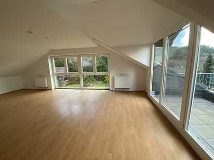 Helle, ruhig gelegene 3,5 Zimmer Dachgeschosswohnung mit separatem Hauseingang