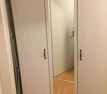 Zentrales 12qm Zimmer in 3er WG (Möbelübernahme möglich)