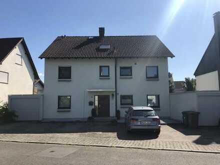 Erstbezug nach Sanierung mit Balkon und Kamin: schöne 3-Zimmer-Dachgeschosswohnung in Plankstadt