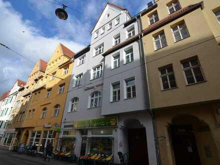 Schicke 5-Zimmer-Wohnung mit Balkon und Einbauküche