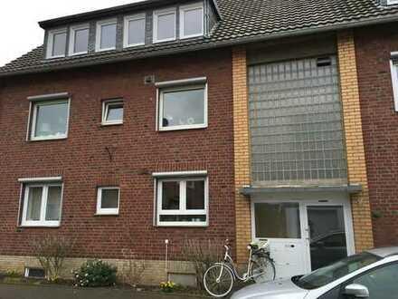 frisch renovierte helle Wohnung - neue Fenster/Türen/Leitungen/Böden