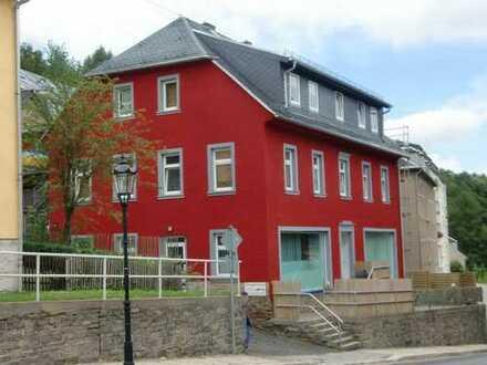 schöne großzüzige zwei Zimmer Wohnung neu renoviert und gestrichen