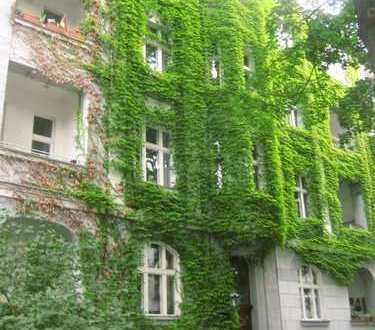Bezugsfreie, ruhige und helle Altbauwohnung