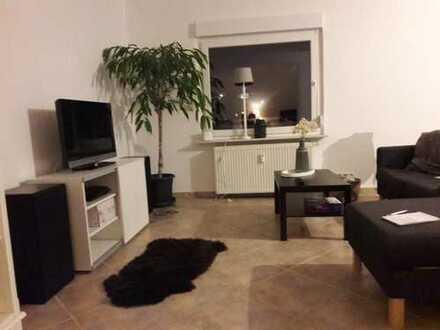 130qm // Dein eigenes Bad // Parken hinterm Haus // großer Balkon // Erdgeschoss Ca. 60qm Wohnzimme