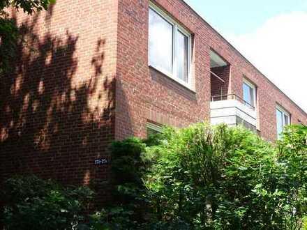 Erstbezug nach umfassender Renovierung: 2-Zi. Whg mit neuer Einbauküche u. Terrasse