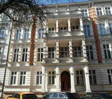 Erstbezug nach Sanierung: 3-Zimmer-Wohnung mit EBK und Balkon Nähe Kleistpark