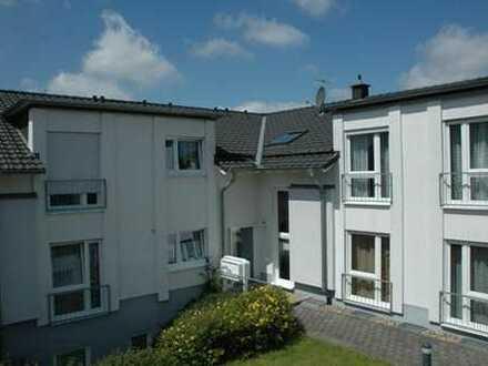 Helle Souterrain-Wohnung mit Süd-Terrasse
