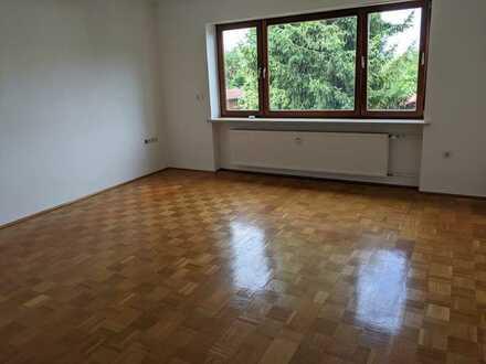 Gepflegte 4-Zimmer-Erdgeschosswohnung mit Terrasse in Burglengenfeld