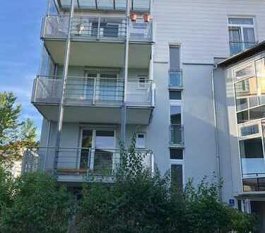 Schöne, helle und geräumige drei Zimmer Wohnung in Neuried, Landkreis München