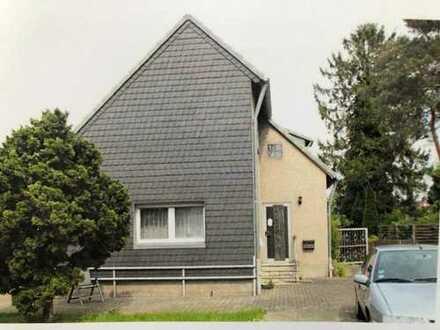 Köln-Lindweiler, DHH mit Garage, ideal für Handwerker. Sanierungsbedürftig.