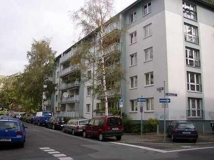 Gegenüber der Universität - gepflegte 2 Zimmerwohnung im nördlichen Westend