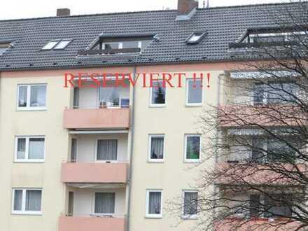 RESERVIERT !! Niedliche 2-Zimmer Dachgeschosswohnung mit schöner Sonnenterrasse - Bezugsfrei !