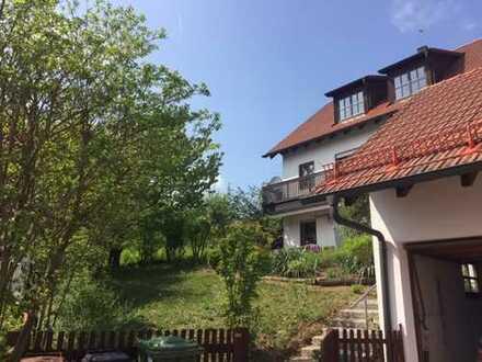 Pfaffenhofen, großes Einfamilienhaus mit Garten und Garagen