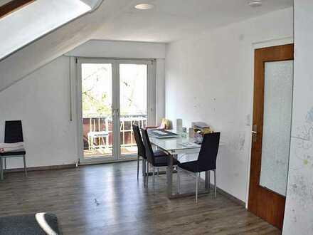 Helle 3-Zi.-DG Wohnung mit Balkon in ruhiger Wohnlage
