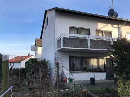 Kurzfristig frei: geräumige Doppelhaushälfte mit Balkon, Terrasse und Garage