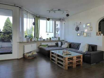 Traumhaft schöne 2,5-Zimmer-Wohnung mit Terrassenbalkon und Ausblick