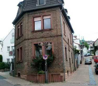 - RESERVIERT - Mitten in Hofheim...Freistehendes 5,5 Zimmer Backsteinhaus...mit angrenzender Scheune