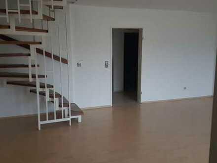 Sonnige 4 Zimmer Wohnung im Dachgeschoss