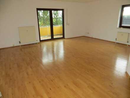 Gepflegte 3-Zimmer-EG-Wohnung mit Terrasse und EBK!