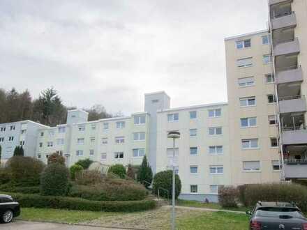 In Mauer: Gepflegte Wohnung mit drei Zimmern und Balkon